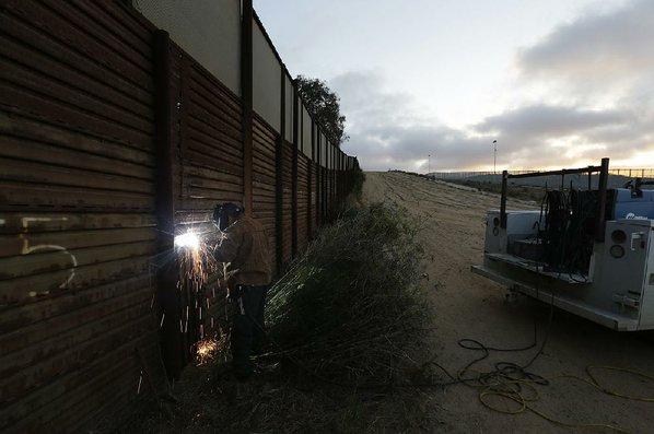 Homeland Security chief backtracks on splitting families