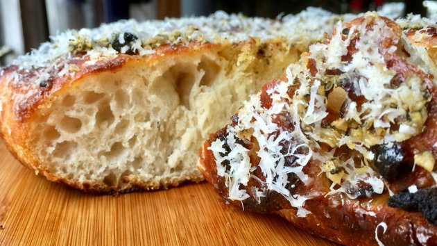 easy-roasted-garlic-focaccia