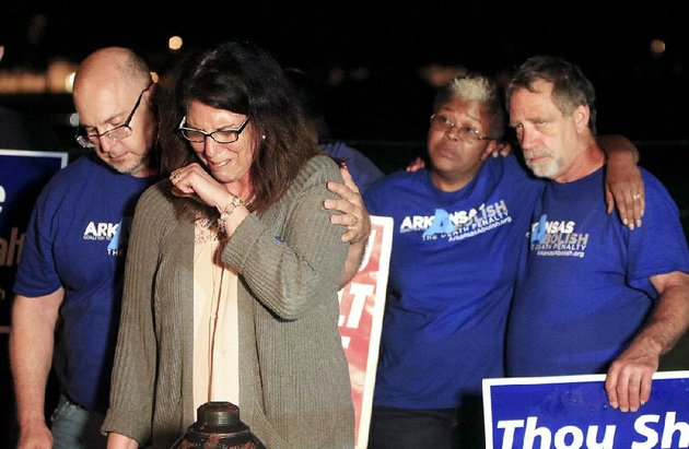 abe-bonowitz-comforts-lynn-scott-second-from-left-outside-the-cummins-unit-during-a-vigil-with-judy-johnson-randy-gardner-and-other-protesters-shortly-after-all-of-the-stays-for-ledell-lees-execution-were-exhausted-late-thursday