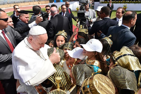 Pope Francis delivers message of peace in Egypt