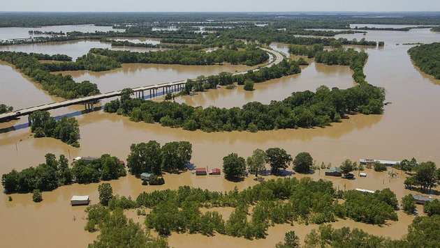 houses-along-taylor-bay-road-in-augusta-are-flooded-by-the-swollen-white-river-on-sunday-at-center-left-is-an-elevated-section-of-us-64