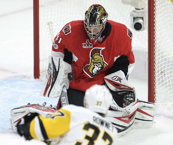 Fleury or Murray? Sullivan keeps quiet on goalie situation
