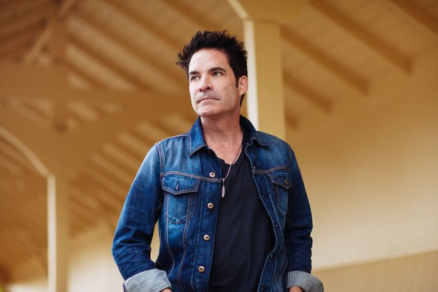 train-the-band-that-brought-us-hits-like-hey-soul-sister-drive-by-and-of-course-drops-of-jupiter-with-frontman-pat-monahan-above-brings-the-play-that-song-tour-to-the-walmart-amp-on-monday-in-support-of-the-latest-album-a-girl-a-bottle-a-boat