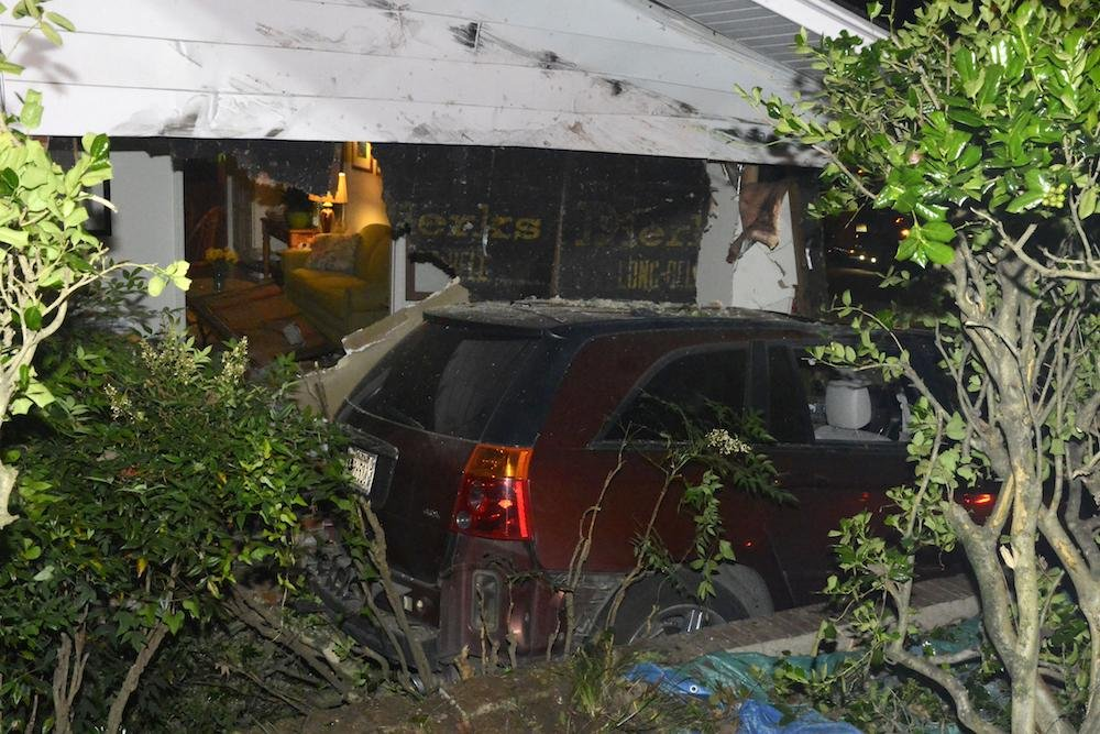 Gallery Injured When Suv Hits House In Little Rock