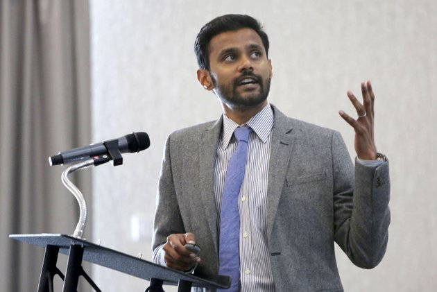 mervin-jebaraj-interim-director-for-the-university-of-arkansas-center-for-business-and-economic-research-speaks-tuesday-at-the-hilton-garden-inn-during-the-quarterly-business-analysis-luncheon-in-fayetteville-jebaraj-presented-the-regions-employment-and-business-activity-during-the-yrst-quarter-of-the-year