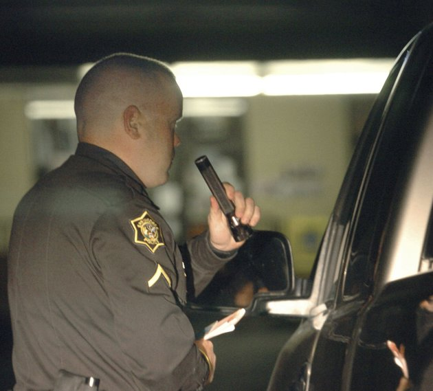 springdale-police-officer-robert-hendrix-stops-a-driver-in-north-springdale-in-march-2006-the-driver-was-a-suspected-dwi-driver-legalization-for-medical-marijuana-was-touted-as-a-means-to-give-police-a-break-from-going-after-nonviolent-offenders-but-police-must-work-to-eliminate-the-illegal-sale-of-marijuana-while-regulating-the-legal-market-said-scott-chipman-the-southern-chairman-for-citizens-against-legalizing-marijuana-in-california