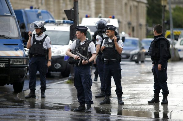 French gov't: Notre Dame police attacker a doctoral student