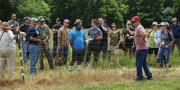 ken-coffey-co-owner-of-a-sheep-and-goat-farm-near-prairie-grove-talks-about-fencing-wednesday-to-military-veterans-participating-in-the-armed-to-farm-program