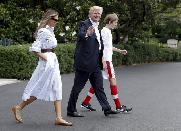 president-donald-trump-first-lady-melania-trump-and-their-son-and-barron-trump-walk-to-marine-one-across-the-south-lawn-of-the-white-house-in-washington-saturday-june-17-2017-en-route-to-camp-david-in-maryland-ap-photocarolyn-kaster