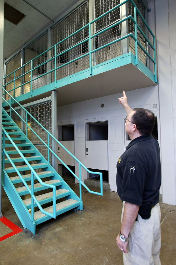 Columns For Sale >> Jail in Little Rock completes 2nd-floor fencing in 15 units to halt inmate jumping