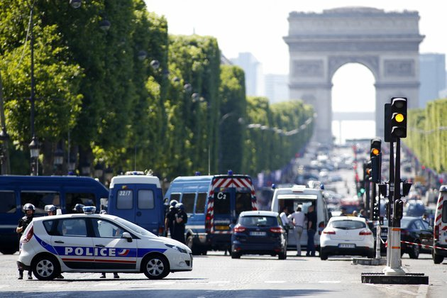 police-forces-secure-the-area-on-the-champs-elysees-in-paris-on-monday-june-19-2017