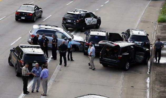 Mitchell Car Values >> PHOTOS: 3 vehicles crashed, pursuit went through Little Rock before I-630 arrest