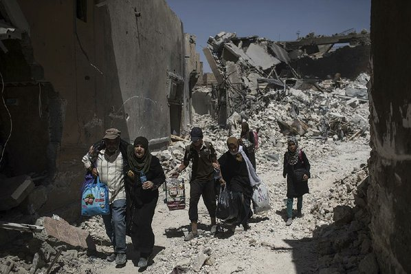 Monitor: 30 civilians killed in airstrikes on Islamic State stronghold in Syria