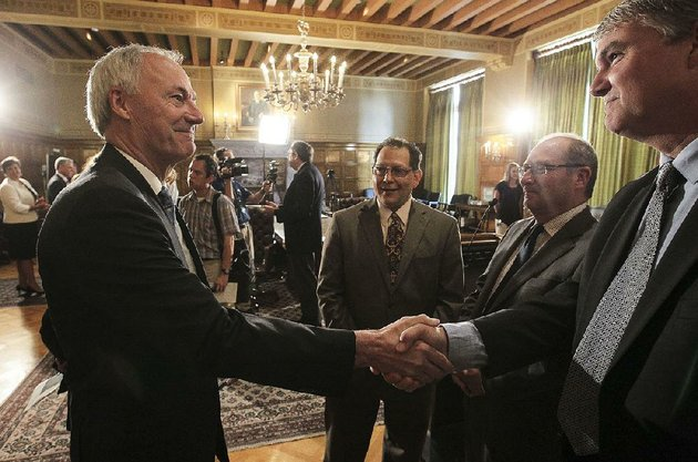 gov-asa-hutchinson-greets-paul-chapman-jr-during-a-meeting-with-state-and-religious-leaders-in-july-2015-where-hutchinson-announced-plans-for-an-interfaith-summit-in-august-that-yearthat-gave-rise-to-creation-of-restore-hope-inc-now-headed-by-chapman
