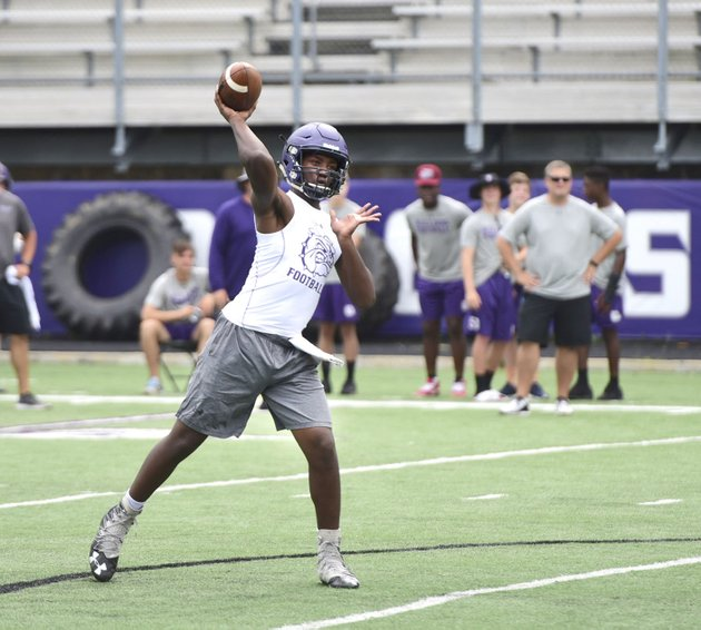 fayetteville-quarterback-darius-bowers-throws-a-pass-friday-during-the-southwest-elite-7-on-7-tournament-at-harmon-field-on-the-campus-of-fayetteville-high-school