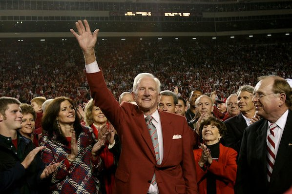 Longtime Arkansas head football coach Frank Broyles dies
