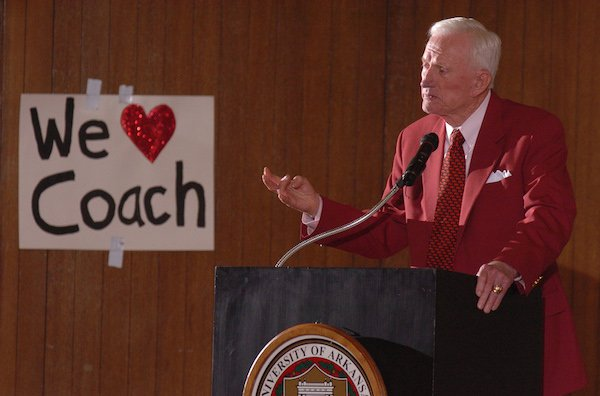 Frank Broyles speaks during a meeting of the UA Board of Trustees in February 2007.