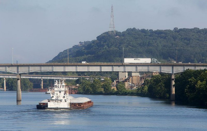 barges on arkansas river