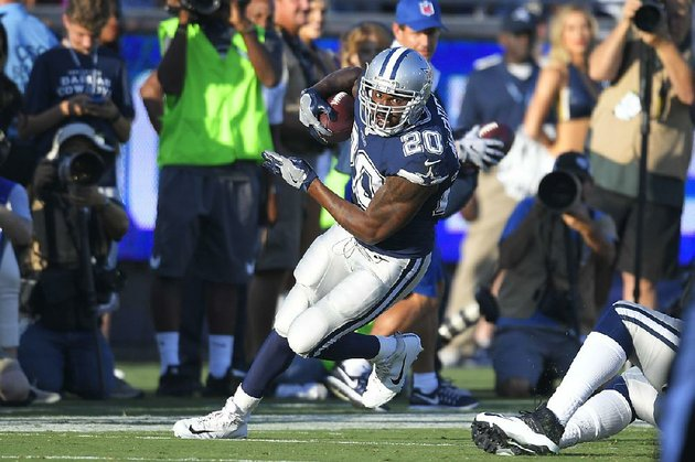 dallas-cowboys-running-back-darren-mcfadden-pulaski-oak-grove-arkansas-razorbacks-rushed-for-28-yards-on-six-carries-saturday-against-the-los-angeles-rams