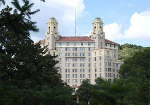 After threat to shut it down, all rooms pass inspection at Arkansas' largest hotel, city says
