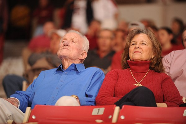 Retired Arkansas athletics director Frank Broyles sits with his wife, Gen Whitehead Broyles before the start of Arkansas' men's basketball game with Alabama Wednesday, Feb. 1, 2017, in Bud Walton Arena.