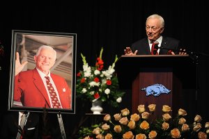 Friends and fans say farewell at Frank Broyles' funeral