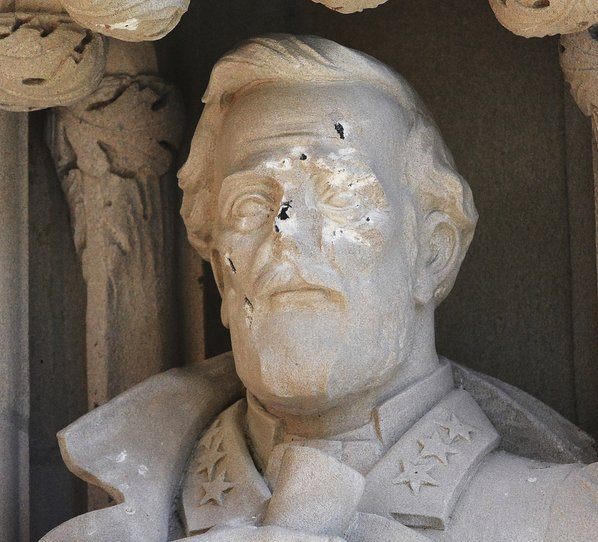 Duke University takes down statue of Lee