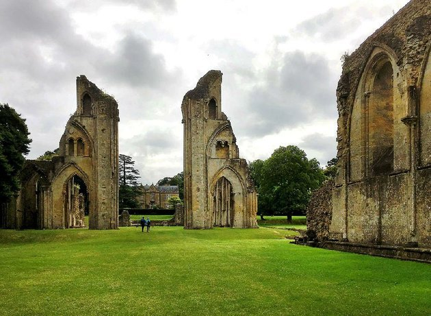 the-evocative-ruins-of-glastonbury-abbey-the-first-christian-sanctuary-in-the-british-isles-stand-mysteriously-alive-in-a-lush-36-acre-park