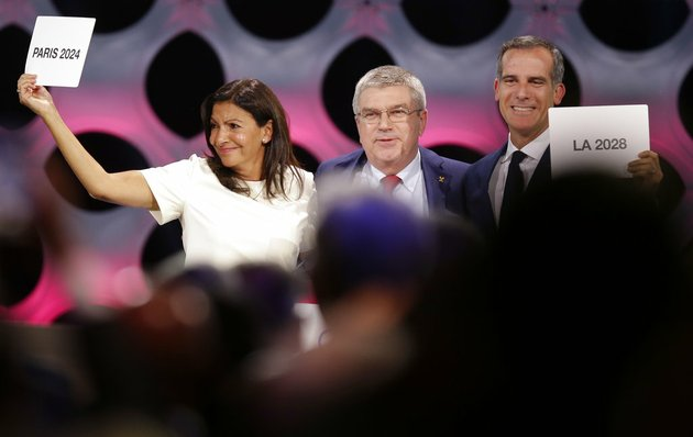 international-olympic-committee-president-thomas-bach-stands-between-paris-mayor-anne-hidalgo-left-and-los-angeles-mayor-eric-garrett-at-the-end-of-the-ioc-session-in-lima-peru-on-wednesday-sept-13-2017