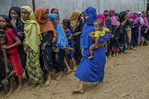 rohingya-women-wait-their-turn-wednesday-to-collect-building-material-for-shelters-distributed-by-aid-agencies-in-the-kutupalong-refugee-camp-in-bangladesh