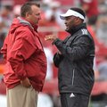 Arkansas coach Brett Bielema talks with Texas A&M coach Kevin Sumlin before the start of the teams' ...