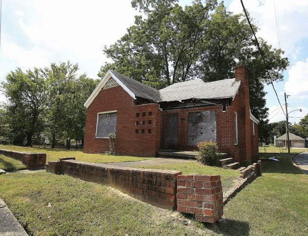 the-former-home-of-carlotta-walls-lanier-at-1500-s-valentine-st-in-little-rock-was-bombed-in-1960-and-now-sits-abandoned
