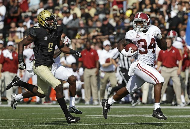 alabama-running-back-damien-harris-34-runs-61-yards-for-a-touchdown-ahead-of-vanderbilt-cornerback-joejuan-williams-during-the-top-ranked-crimson-tides-59-0-victory-over-the-commodores-on-saturday-in-nashville-tenn-harris-finished-with-151-yards-and-3-touchdowns-on-12-carries-for-the-crimson-tide