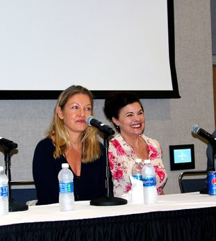"The Sentinel-Record/Grace Brown TALKING TWIN PEAKS: Actresses Sheryl Lee, left, and Sherilyn Fenn speak with fans in an open panel on the cult-classic television show, ""Twin Peaks,"" Sunday during the second annual Spa-Con."