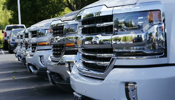GM, Ford report rises in September US market sales