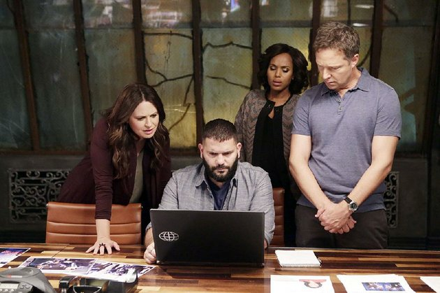 abcs-scandal-kicks-off-its-final-season-tonight-the-series-stars-from-left-katie-lowes-guillermo-diaz-kerry-washington-and-little-rock-native-george-newbern