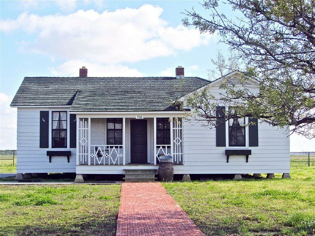 special-to-the-democrat-gazettemarcia-schnedler-the-boyhood-home-of-johnny-cash-outside-dyess-is-open-to-visitors
