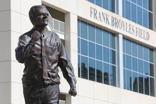 Broyles_statue_001