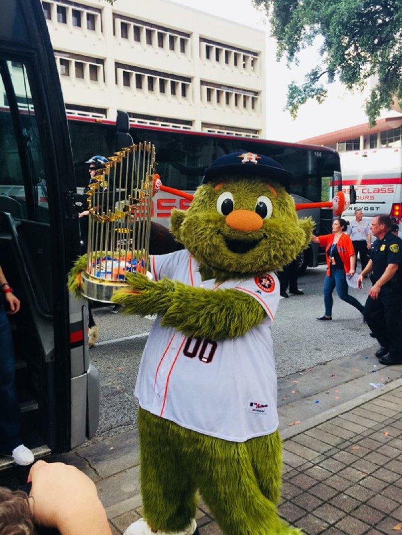 Astros Mascot >> Arkansan Has Bird S Eye View As Astros Mascot