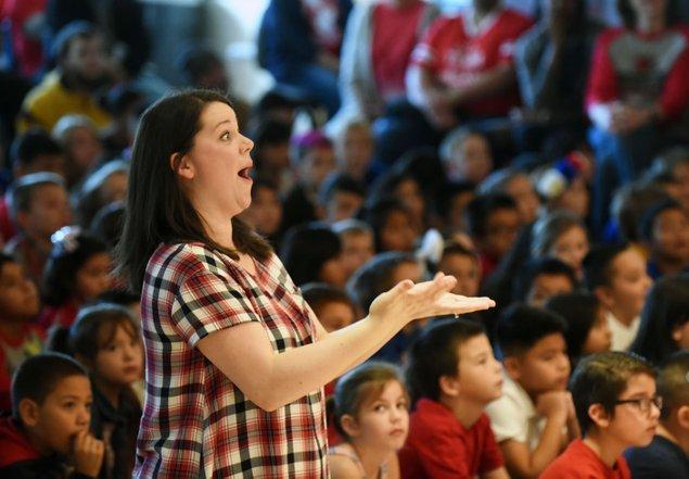 Rogers elementary students celebrate veterans | NWADG