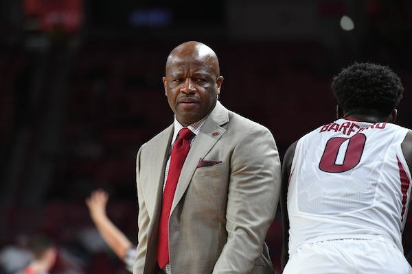 Arkansas coach Mike Anderson talks to guard Jaylen Barford during the Bucknell game. The Razorbacks won 101-73 Sunday Nov. 12, 2017 at Bud Walton Arena in Fayetteville.
