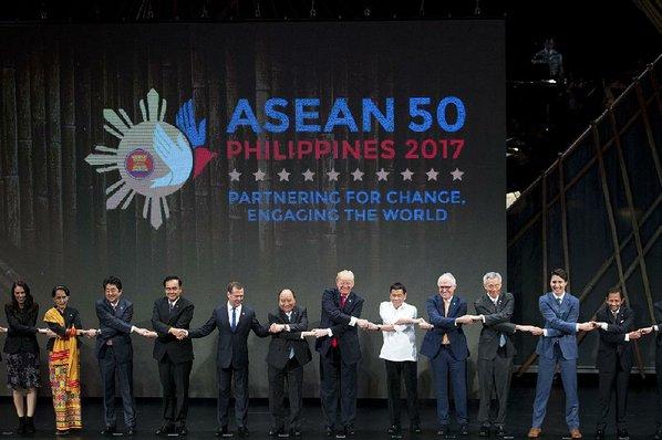Trump praises relations with Philippines' Duterte
