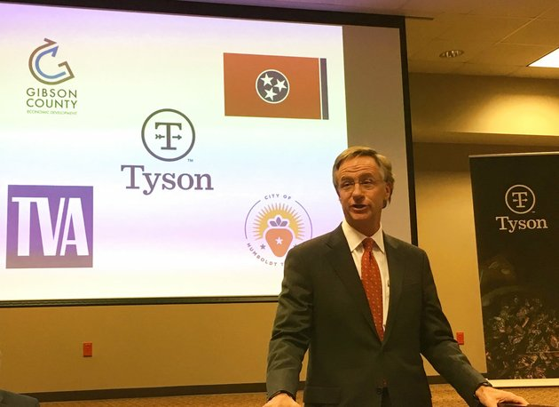 tennessee-gov-bill-haslam-speaks-at-a-news-conference-announcing-a-new-tyson-foods-inc-plant-monday-nov-20-2017-in-humboldt-tenn