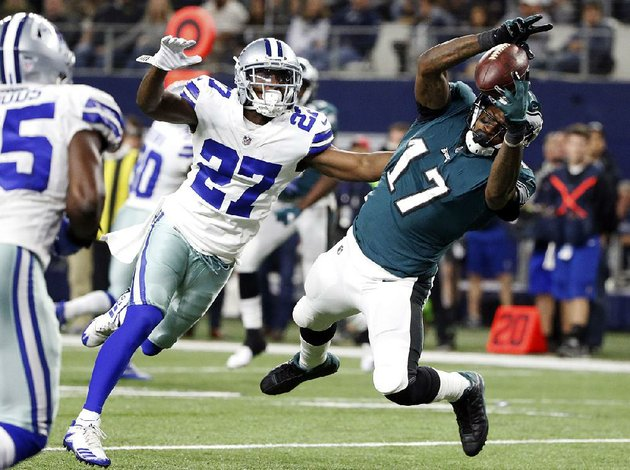 philadelphia-eagles-wide-receiver-alshon-jeffery-17-hauls-in-a-17-yard-touchdown-pass-in-front-of-dallas-cowboys-cornerback-jourdan-lewis-during-sunday-nights-game