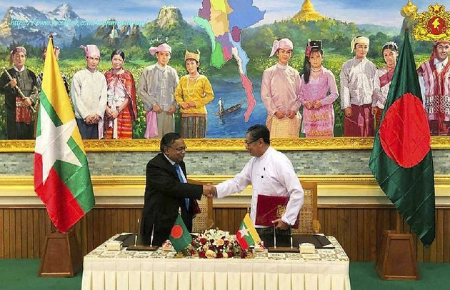 kyaw-tint-swe-right-burmas-office-of-state-counsellor-minister-and-bangladeshi-foreign-minister-abdul-hassan-mahmud-ali-on-thursday-complete-the-signing-of-an-agreement-allowing-thousands-of-muslim-rohingya-refugees-to-return-to-burma-after-they-ed-their-homeland-to-escape-violence