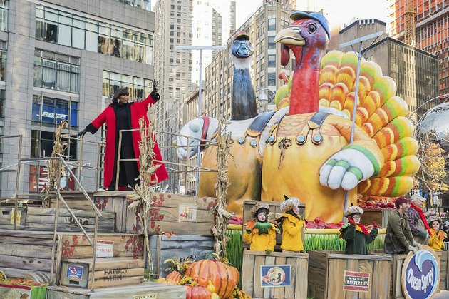 singer-patti-labelle-waves-from-a-float-at-the-91st-macys-thanksgiving-day-parade-in-new-york