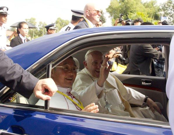 Pope talks to Myanmar general