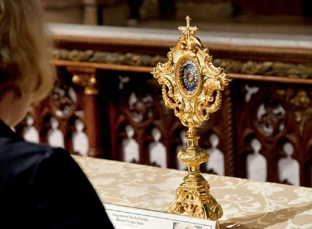 a-relic-believed-to-be-a-fragment-from-marys-veil-is-on-display-at-saint-francis-de-sales-oratory-in-st-louis-the-touring-relics-will-be-shown-in-de-queen-and-texarkana-on-monday-and-tuesday