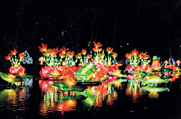 the-arkansas-chinese-lantern-festival-features-more-than-30-light-sculptures-art-displays-cultural-performances-and-demonstrations