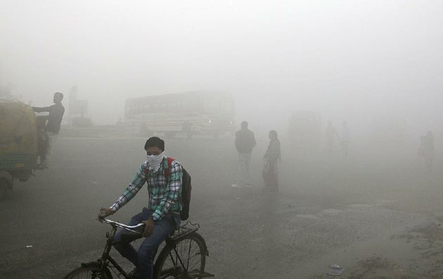 thick-smog-last-month-blankets-new-delhi-which-has-been-choking-on-pollution-in-recent-weeks-as-air-quality-deteriorates-near-the-end-of-the-year